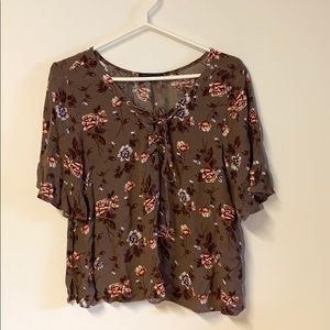 AEO Floral top size Medium LIKE NEW